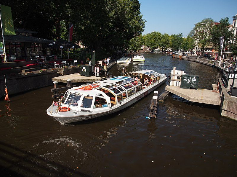 Passeio de Barco pelos Canais da Cidade