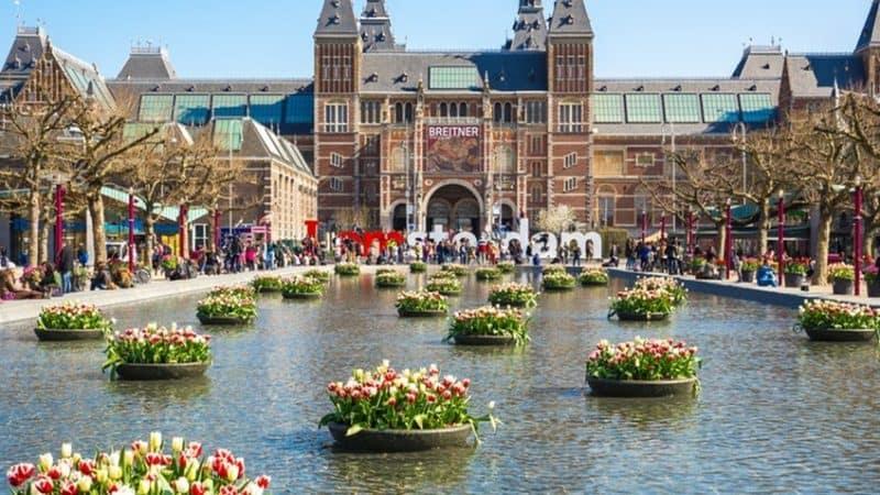 Museumplein Amsterdā